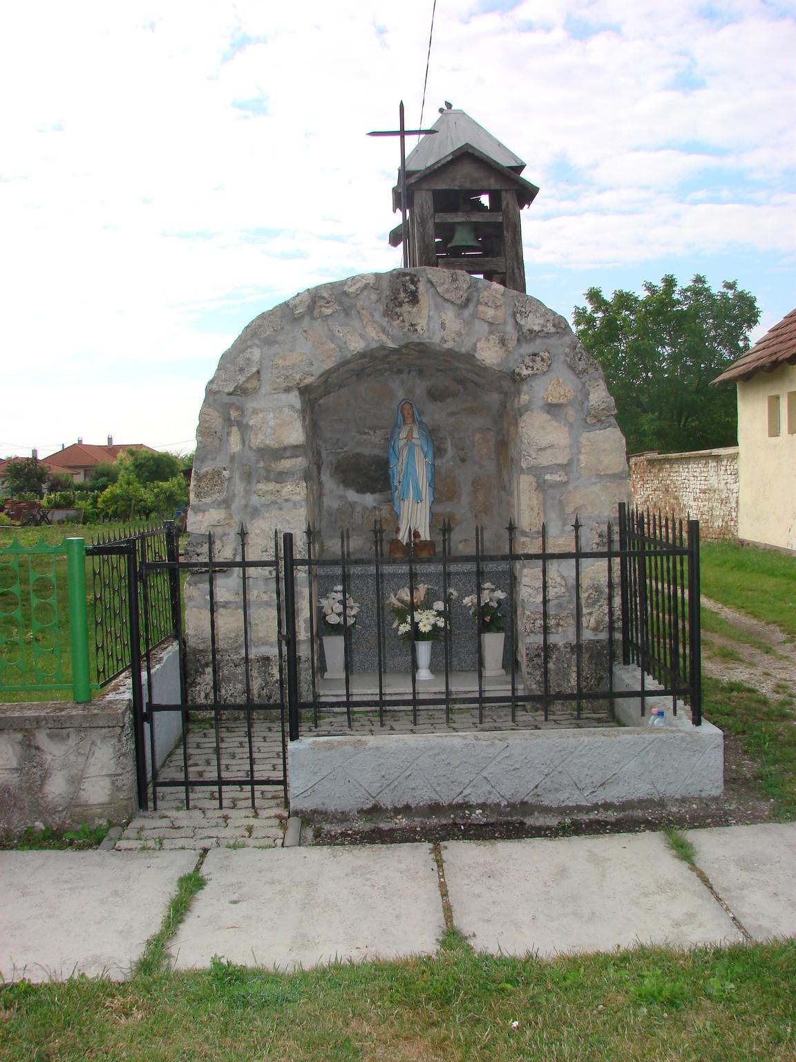 Maria szobor